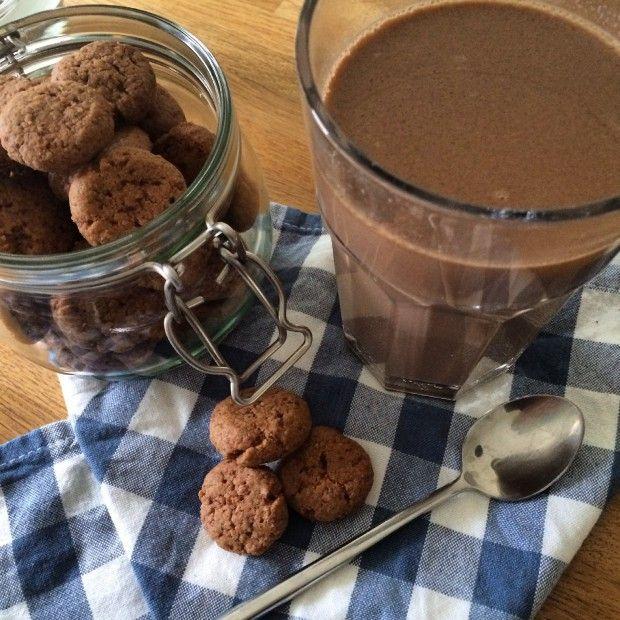 Gezonde warme chocolademelk met pepernoten