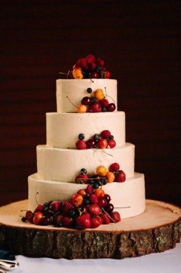 Torta nuziale autunnale con frutta