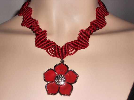 Macramé necklace with pendant flower red boho by AngelaMacrame, €50.00