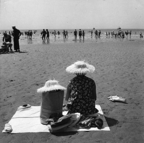 Robert Doisneau  Les sables d'Olonne  Aout 1959
