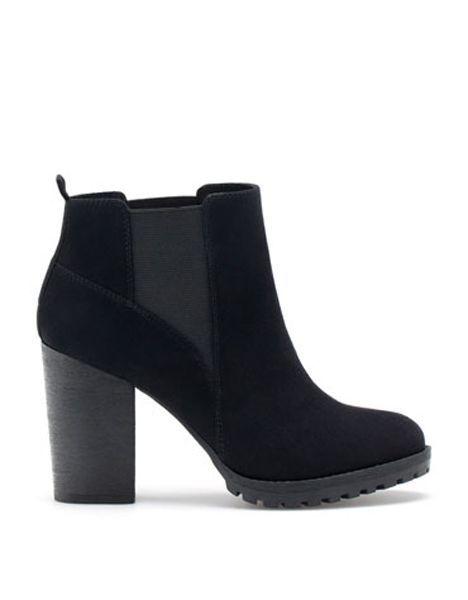 """Gli addetti ai lavori li chiamano """"ankle booties"""" ovvero stivali alla caviglia. Sono i nuovi stivaletti autunnali, ormai diventati un classico da"""