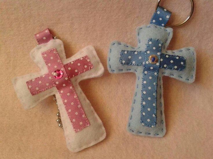 Cruces en fieltro. Felt crosses. Búscame en Facebook: Mi corazón es de fieltro