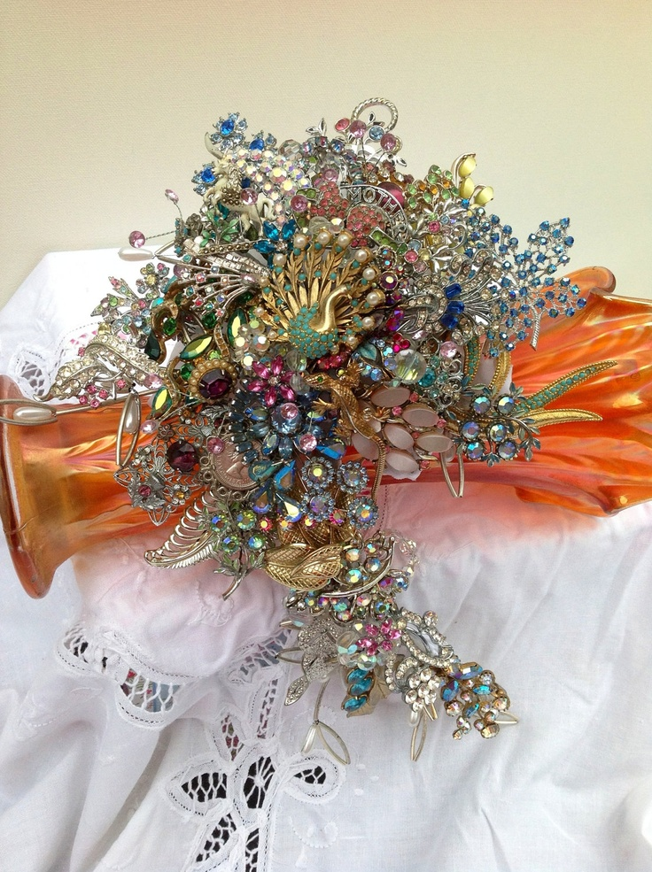 70 best images about brooch bouquets on pinterest for Crescent bouquet