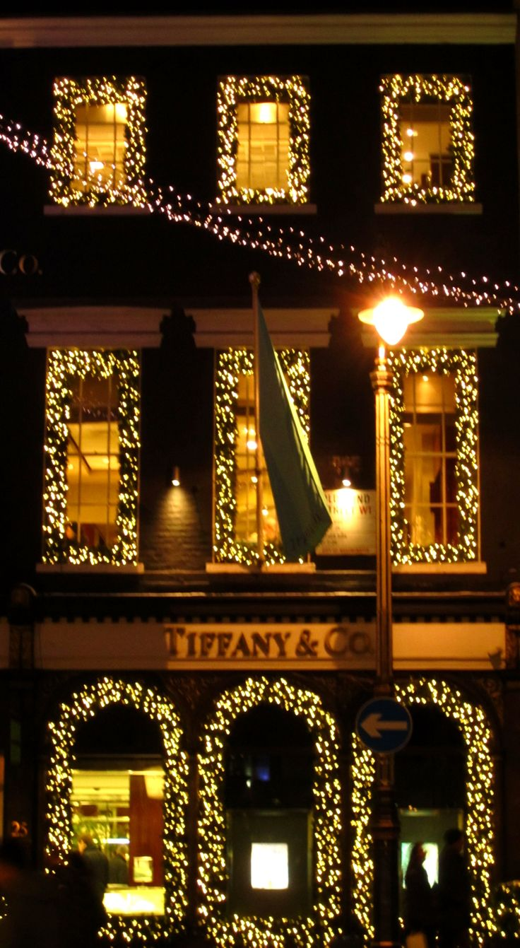 The creme de la creme of window shopping sites ~ Tiffanys, London. Photo Pat Downing