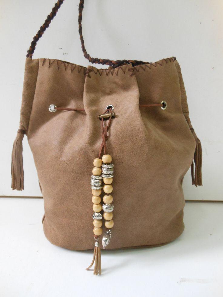 Grote leren tas. Ronde bodem.  JANET Handgemaakte tassen op FB.