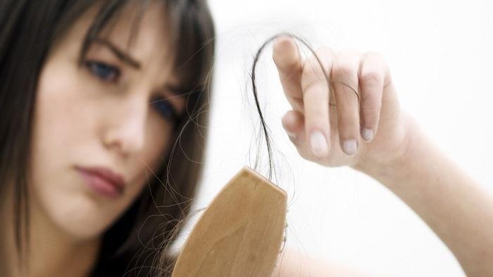 Tips Merawat Rambut - 7 Kebiasaan Ini Jadi Penyebab Rontokmu Makin Parah