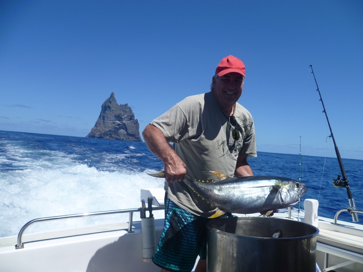 TC...Yellow Fin Tuna caught on a hand line ner balls Pyramid