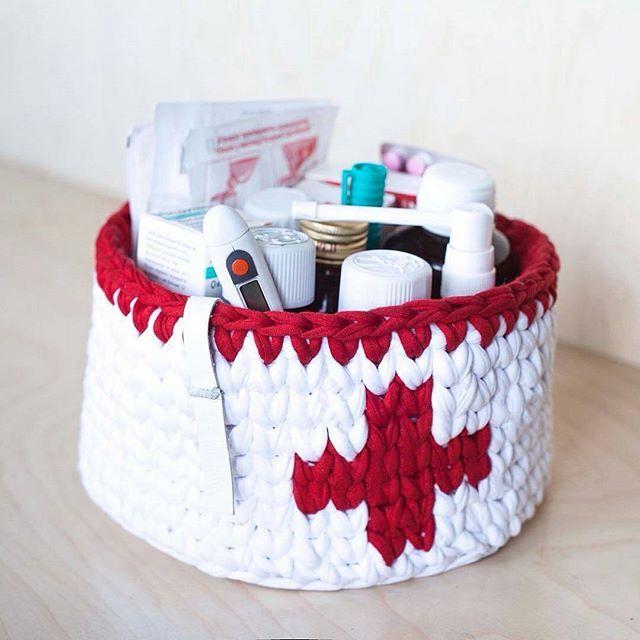 Ótima ideia para guardar remédios . . By @knitknotkiev #inspiration #inspiração #cestatrapillo #cestotrapillo #cestofiodemalha #fiosdemalha #trapillo #yarn #crocheteiras #crochet #crocheting #crochetlove #crochetingaddict #croche #yarnlove #yarn #knitting #knit #penyeip #craft #feitoamao #handmade #croche #croché #crochê #croshet #penyeip #вязаниекрючком #uncinetto #かぎ針編み #instagramcrochet #totora
