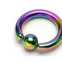 Wenkbrauw piercing titanium ringetje regenboog kleuren