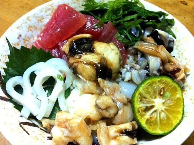 ちょっと贅沢でしょ、赤だしがめっちゃ合うんだよね〜 - 5件のもぐもぐ - シャコ貝たっぷり海鮮丼 by yosi