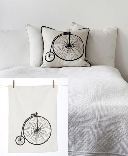 Vi diamo la buonanotte con l' immagine di questi simpatico cuscino sul tema della bici!  newpop Good Night