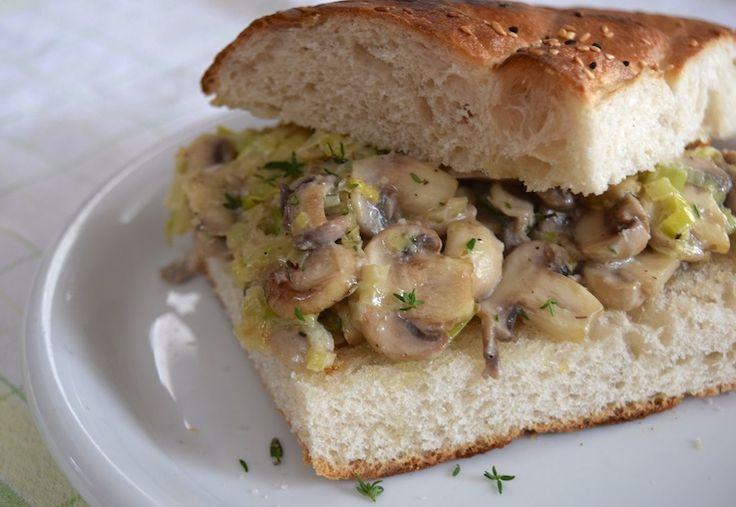 Broodje met romige champignons