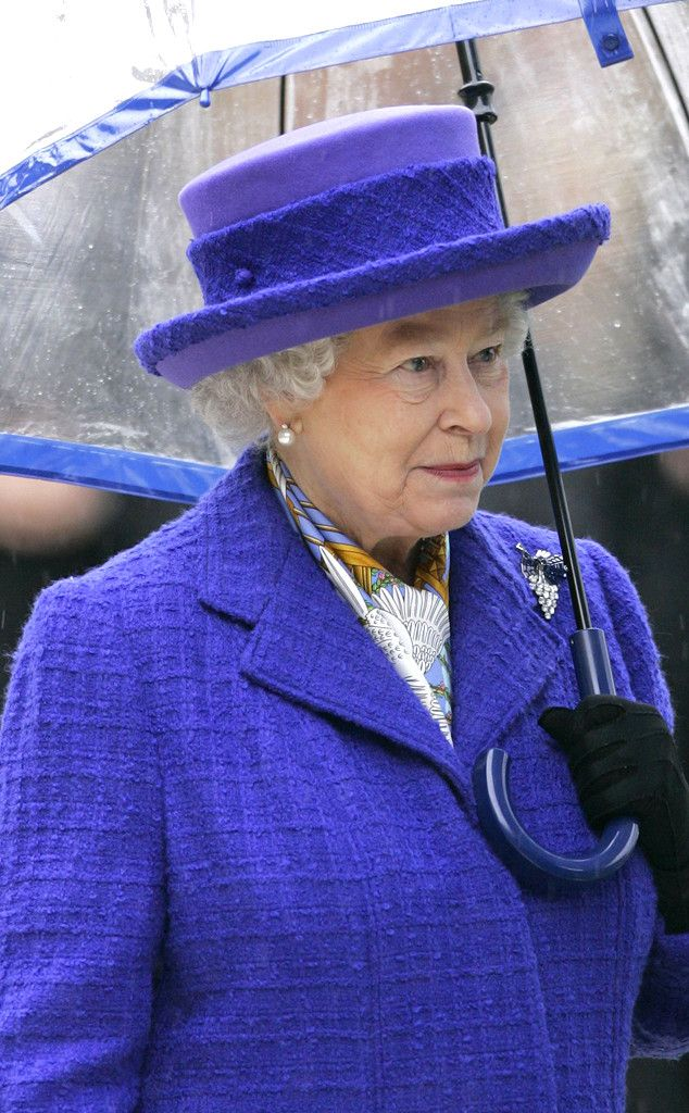 Green Queen from Reign-y Day Style! Queen Elizabeth II's Matching Umbrellas
