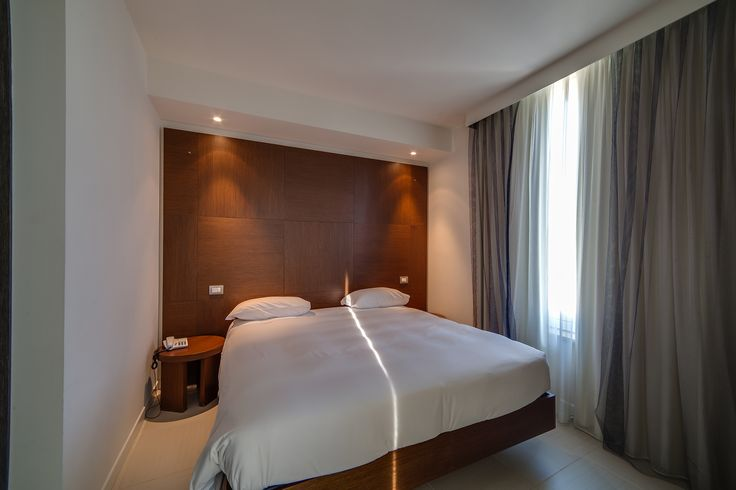 Per riposare al meglio alcuni hanno bisogno di buio assoluto e atmosfera soffusa prima di dormire... per questo le camere del Blu Suite sono dotate di tendaggi scuri!