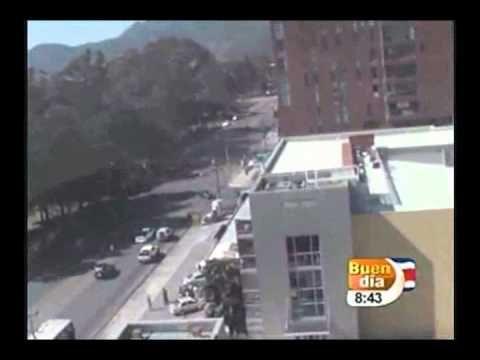 TERREMOTO 7.6 COSTA RICA EN VIVO 5 9 2012 HORA 8.42 AM CANAL 7 BUEN DIA EDGAR SILVA - YouTube