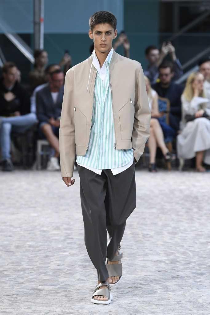 Pin en Paris Fashion Week Spring Summer 2020 Runway Shows