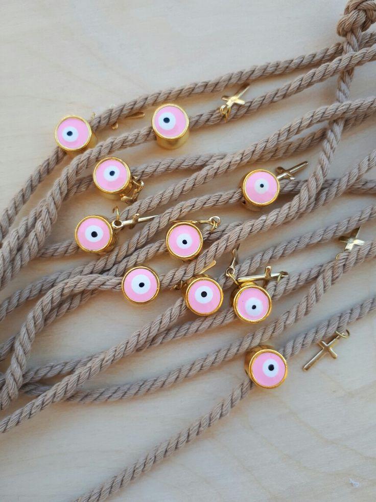 Πρωτότυπα μαρτυρικά βάπτισης σε χρώμα της άμμου με ροζ μεταλλικό ματάκι και χρυσό σταυρό!Χειροποίητα μαρτυρικά βάπτισης! #valentinachristina#βαπτιση#vaptisi#vaftisi#followme #handmade #madeingreece #athensvoice #lifo#greece#athens #vintage#valentinachristina#vaptistika#μαρτυρικα_βαπτισης #μαρτυρικά#madeingreece#handmadeingreece#greekdesigners#μαρτυρικα#χειροποιηταμαρτυρικα#greekblogger#greekdesigners#etsy #πρωτοτυπα_μαρτυρικα#ιδιαιτεραμαρτυρικα#martyrikakosmima#martyrika