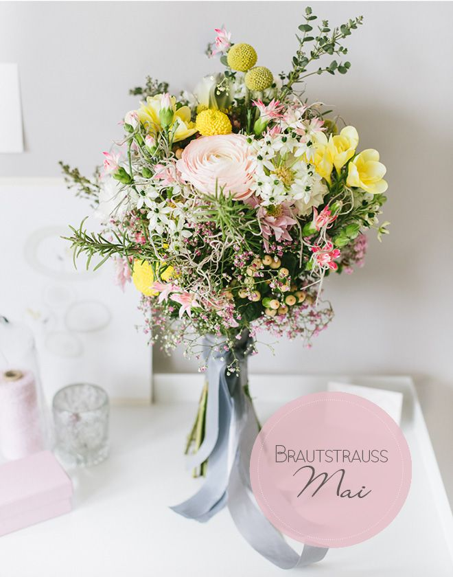 Einen richtig schönen Frl. K Brautstrauß in den Farben, passend zum Layout des Blogs hat Desiré von Die Hochzeitsfloristen mir für den Mai gebunden. Extra zum Facelift des Blogs! Ist er nicht herrlich?