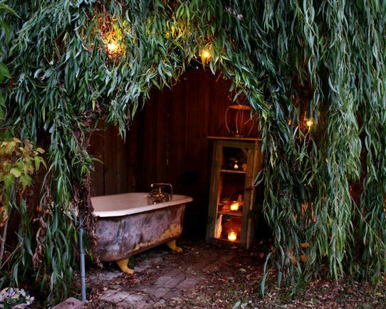 Outdoor Bath, mmmmm nice idea but don't think it'll ever be that warm in England!