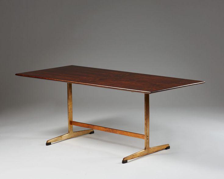 Coffee table designed by Arne Jacobsen for Fritz Hansen, — Modernity