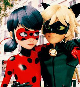 """cat noir: que bueno que me tienes como amigo ... ladybug: pero lo hubiera hecho sola ... cat noir: pero somos el equipo de el """"gato y bicho"""" ladybug:""""bicho y gato"""""""