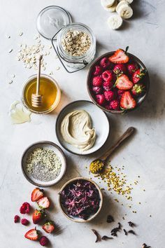 Hibiscus Berry Smoothie Bowls /