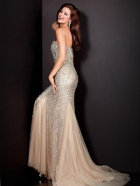 Вечернее платье цвета шампанского
