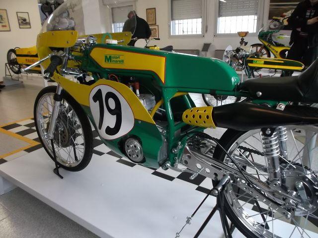 alq6us.jpg (640×480) | Mostly 50cc race-bikes | Pinterest