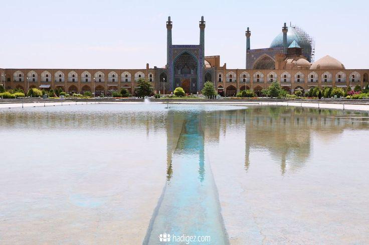 İran'ın İsfahan şehrinde yer alan İmam Meydanı dünyanın en büyük yerlerinden biridir. İranlıların ve yabancı turistlerin akın ettiği dünyanın en özel yeri.