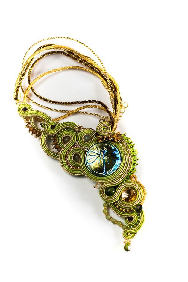 http://pl.dawanda.com/product/68368843-Zielen-ze-zlotem---naszyjnik-sutasz  Gorgous asymmetric soutache necklace. dragonfly as  main element and green with gold is eyes-catching mix.  #asymmetric #soutache #sutasz #green #gold #dragonfly