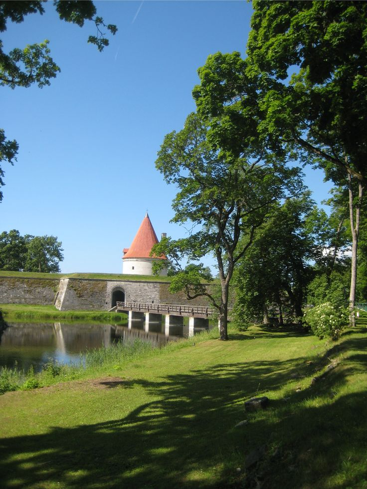 Kuressaare Castle embankment & Castle Park