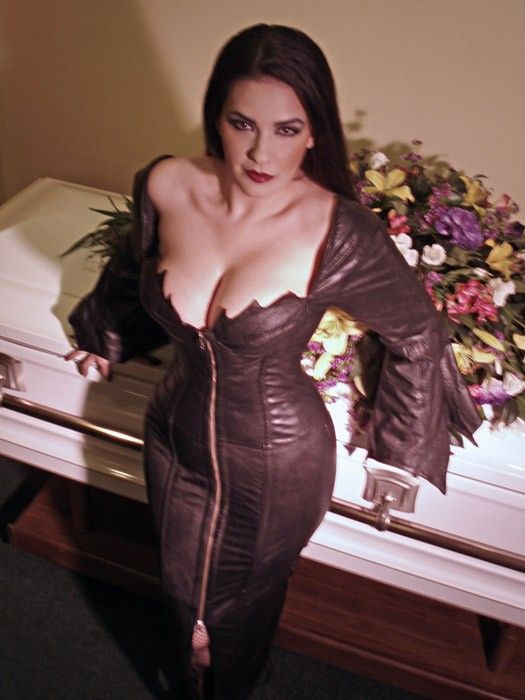 free plus size nude goth pics