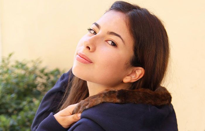 Navy blue hoodie with vintage fur and application | detail