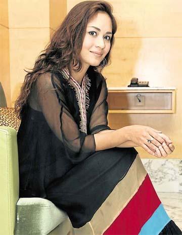 Maya Karin wearing a beautiful piece of Melinda Looi's Raya 2012 collection