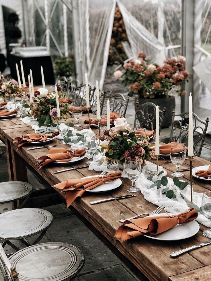Urbane Flora Terrakotta Hochzeit Verbrannte Orangenhochzeit November Hochzeit Rezeption In 2020 Burnt Orange Weddings November Wedding Reception November Wedding