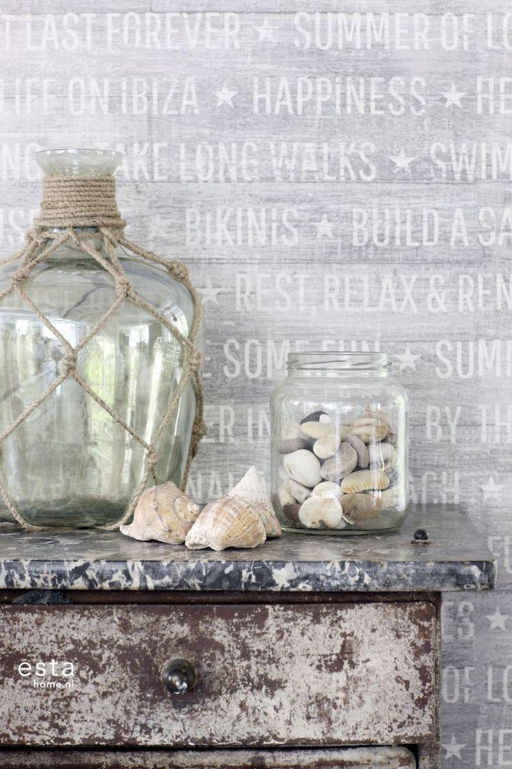 Vergrijsd sloophout behang met zomerse quotes. #wallpaper #summer