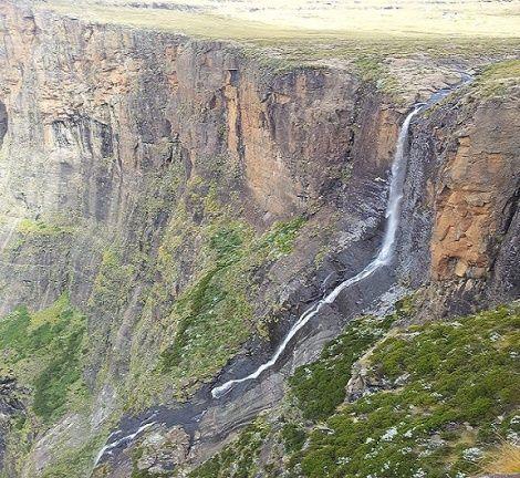 Vodopády Tugela    Výška:  : KwaZulu-Natal, Južná Afrika  Vodopády Tugela sú najvyšší vodopádmi v  Afrike a  nachádzajú sa na rieke Tugela.