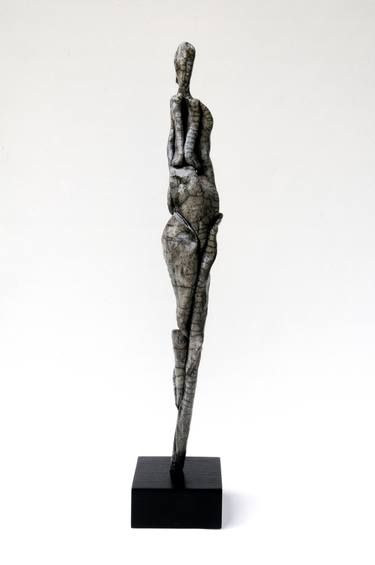 evolution of human figure in sculpture essay Humanism vs realism with focus of human figure artwork middle eastern, egyptian and greek civilizations throughout history the human figure has been demonstrated in middle eastern, egyptian and greek sculptures and paintings.