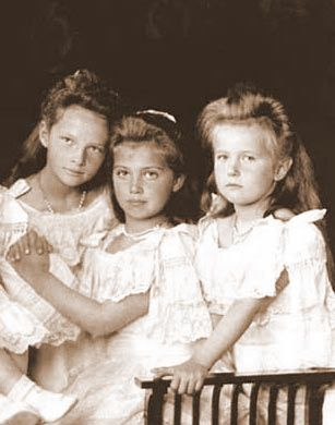 A beautiful portrait - Three of the tragic Romanov daughters, Tatiana, Marie & Anastasia.