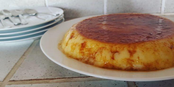Esta es una receta de flan bajo en calorías. Si estás a dieta o quieres hacer un postre ligero, no te puedes perder esta receta de flan de piña.