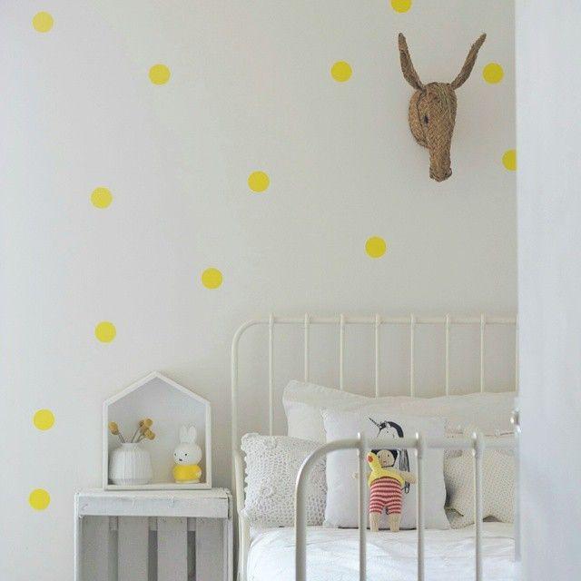 Stippen op de babykamer. Je leest het op http://www.stijlhabitat.nl/babykamer-dot-dot-dot/ Dots, polkadots nursery