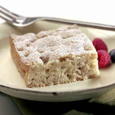 Hornea este suculento pastel de frutas y especias e invita a varios de tus amigos a beber té y café.