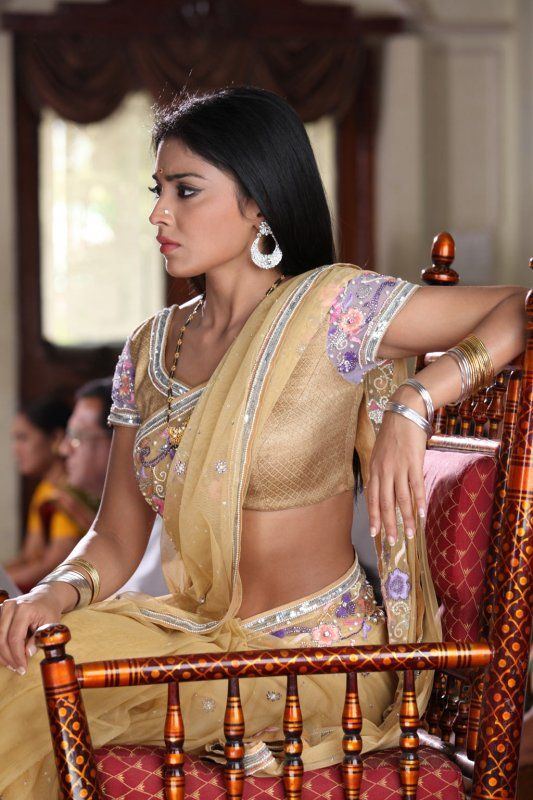 Shriya Saran Seducingly Sexy in a Cream Saree   Shriya Saran