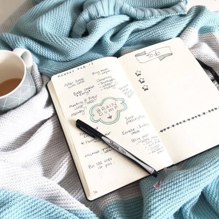 How to simplify and live a slower, more mindful life. Rituals, single tasking, daily brain dump in the bullet journal. Click through to learn how.