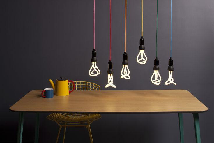 Ampoule à économie d'énergie n°001 / E 27 - 60W Blanc / Culot noir - Plumen