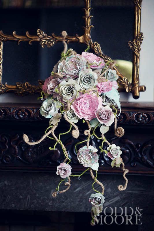 Rambling rose and peony perfection cascade bouquet, Paper peony & rose tear drop wedding flowers. Natural style shower bridal bouquet €345,73 EUR