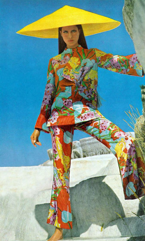Vogue dec 1966 Editha Dussler, Antonia and Sveva by Henry Clarke