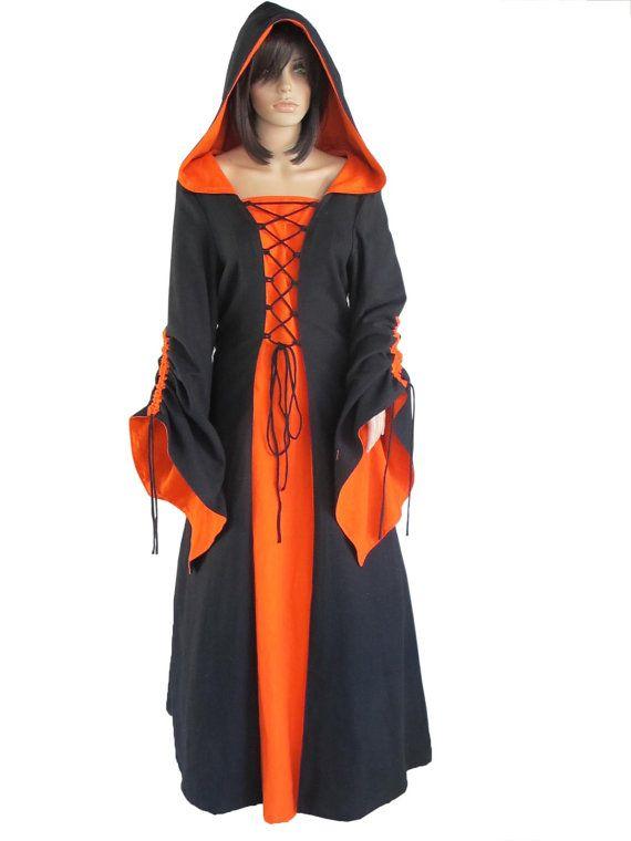Noir à capuche robe robe Renaissance mode par Medievalology sur Etsy