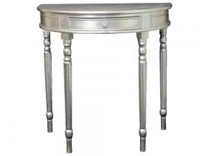 Konzolový stolík Florencia S 80cm  Štýlový konzolový stolík Florencia zaujme svojím nevšedným poloblúkovým dizajnom a zaujímavými vyrezávanými dlhými nohami. Stolík má jeden šuflík, a strieborná farba  je rovnako ako u všetkých našich konzolových stolíkov nanášaná ručne.  Šírka: 80cm  Dĺžka: 46cm  Výška: 80cm  Materiál: drevo  Dostupné farby: zlatá, strieborná