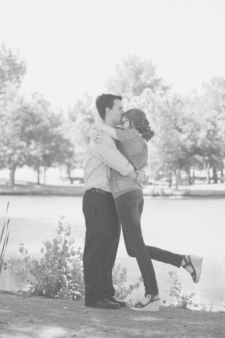 romantic cute young couple pictures outfit ideas for couples photoshoot idea // julia stockton photography las vegas nevada photographer floyd lamb park